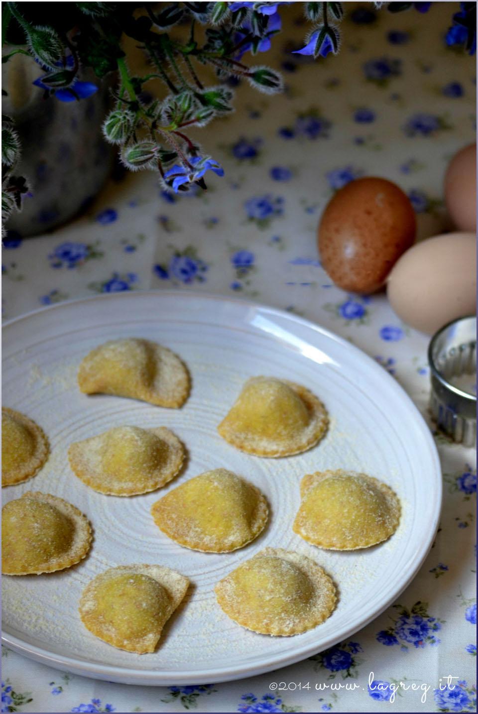 ravioli di borragine al burro, mentuccia e pinoli2