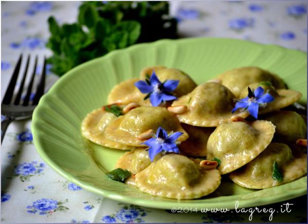 ravioli di borragine al burro, mentuccia e pinoli_slider