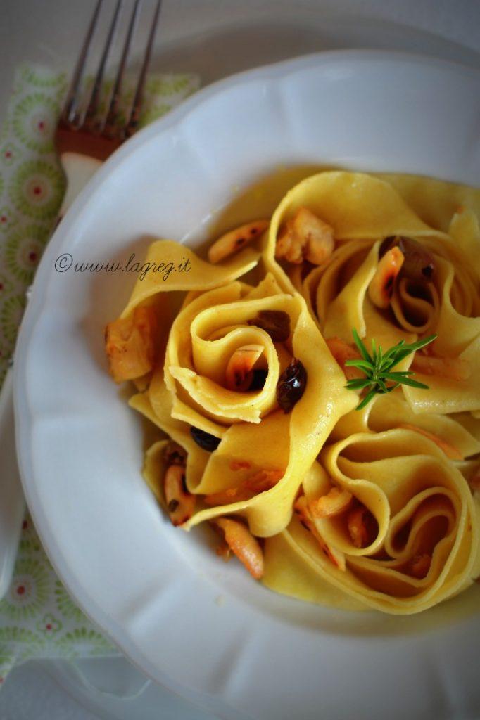 pappardelle-al-ragu-bianco-di-coniglio-mandorle-e-olive-1