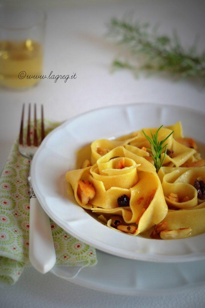 pappardelle-al-ragu-bianco-di-coniglio-mandorle-e-olive-3